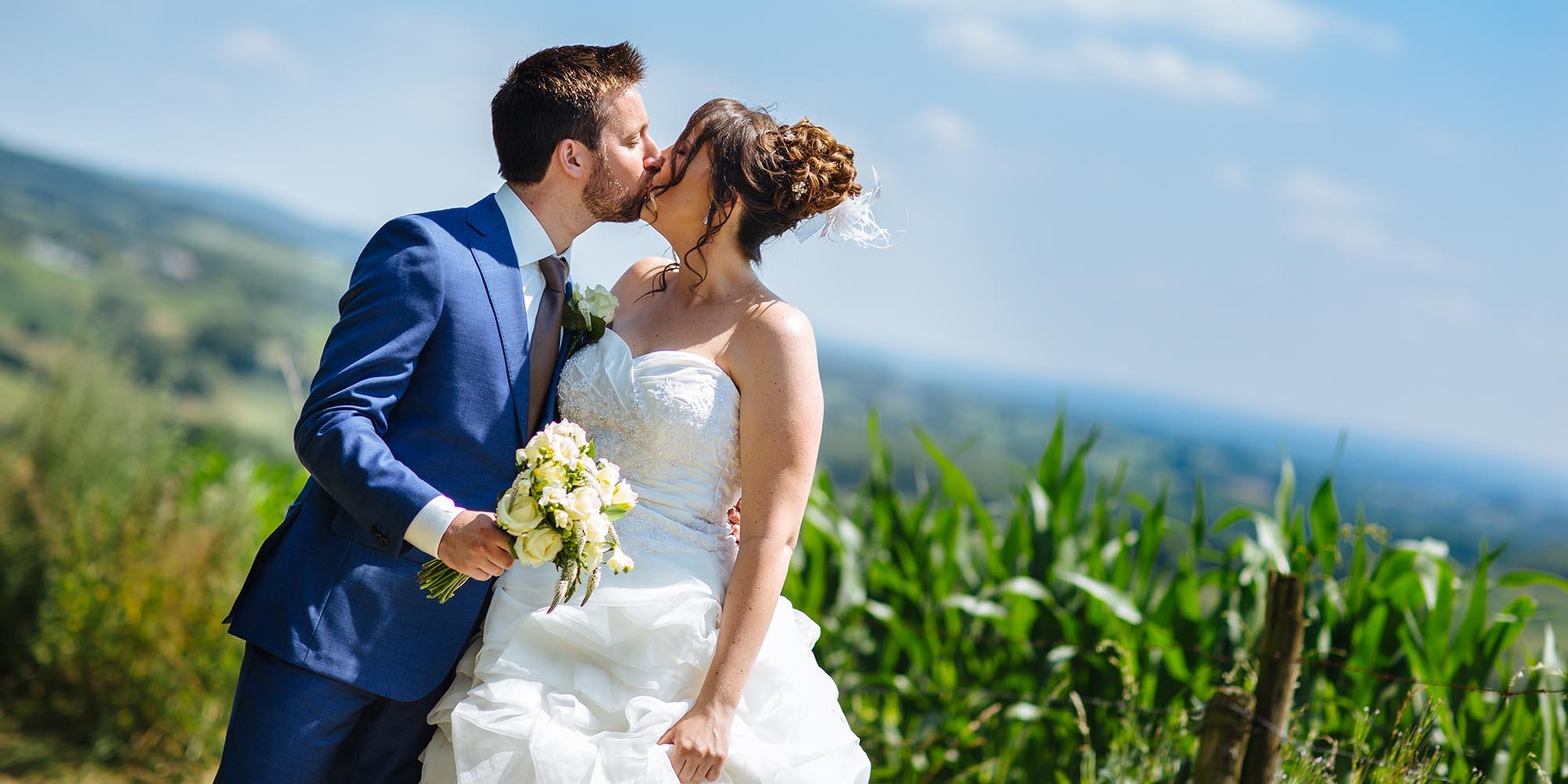 A hot summer wedding at Kasteel Terworm Limburg the Netherlands